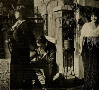 The Vampire's Trail (1914) Online