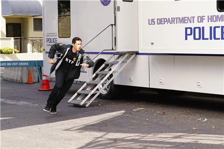 Brooklyn Nine-Nine The Fugitive, Part 1 (2013– ) Online