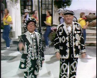 The Two Ronnies Episode #9.4 (1971–1987) Online